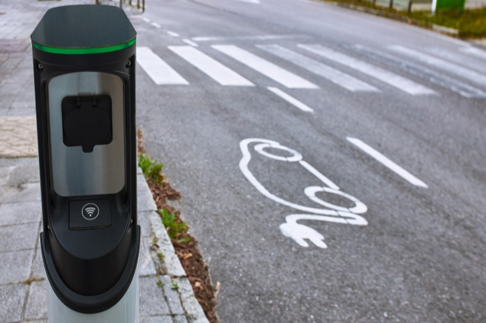 electric-vehicle-charging-station-kerbside